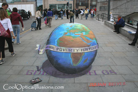 julian-beever-globe-chalk.jpg
