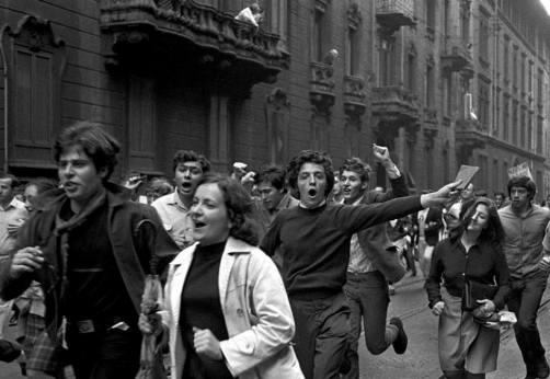1968_Studenti_in_corteo_-_i_primi_libretti_di_Mao